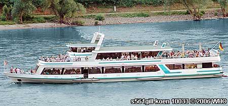 Rheinschifffahrt Mittelrhein-Lichter zum Feuerwerk Assmannshausen in Rot