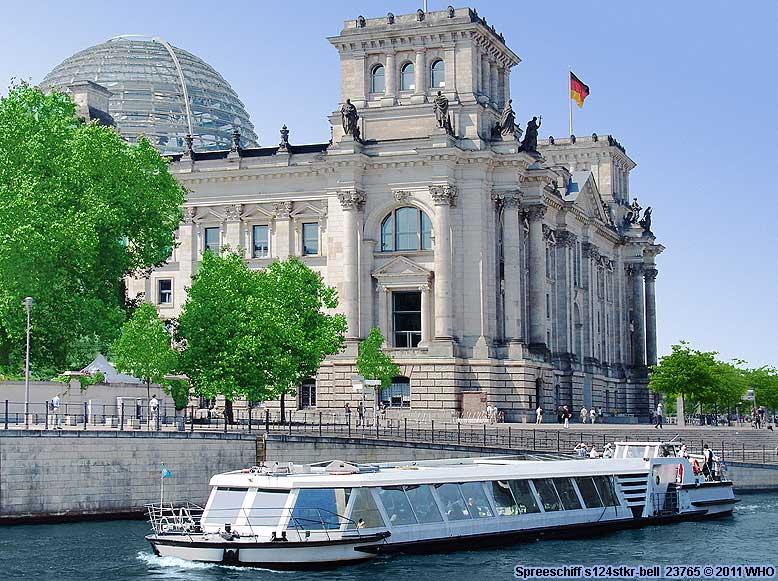 luxus einraum spreeyacht schiff mieten berlin landwehrkanal l tzowufer spree anlegestelle. Black Bedroom Furniture Sets. Home Design Ideas